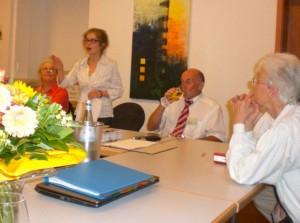 Die 1. Vorsitzende des Deutschen Scherenschnittvereins e.V. eröffnete die diesjährige Mitgliederversammlung (Foto: Roland Kaudre)