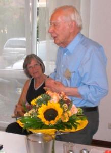 Herrn Otto Kirchner wurde die Ehrenmitgliedschaft im Deutschen Scherenschnittverein e.V. verliehen (Foto: Roland Kauder)