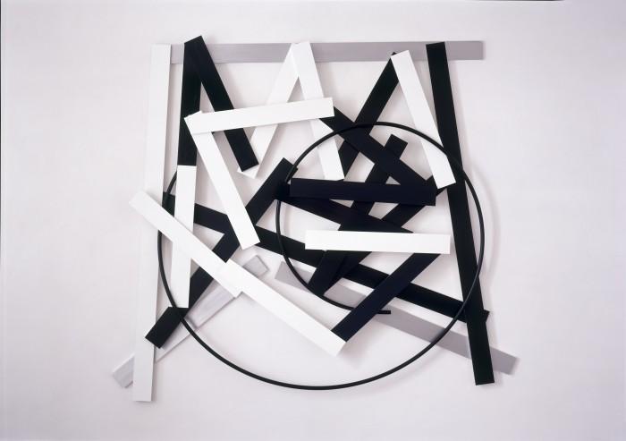 Imi Knoebel, Cut-up 5, 2011, Acryl, Aluminium, PE-Rohr, 232 x 257,3 x 13 cm, Sammlung Olga und Stella Knoebel, Foto: Ivo Faber, © VG-Bild Kunst, Bonn 2014.