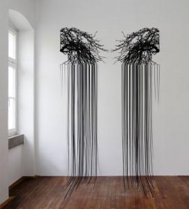 Dorte Goeden: Ohne Titel, Zweiteiliger Papierschnitt, lackiert, 407 x 200 cm, 2014